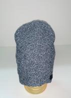 Серая шапка оригинальной вязки