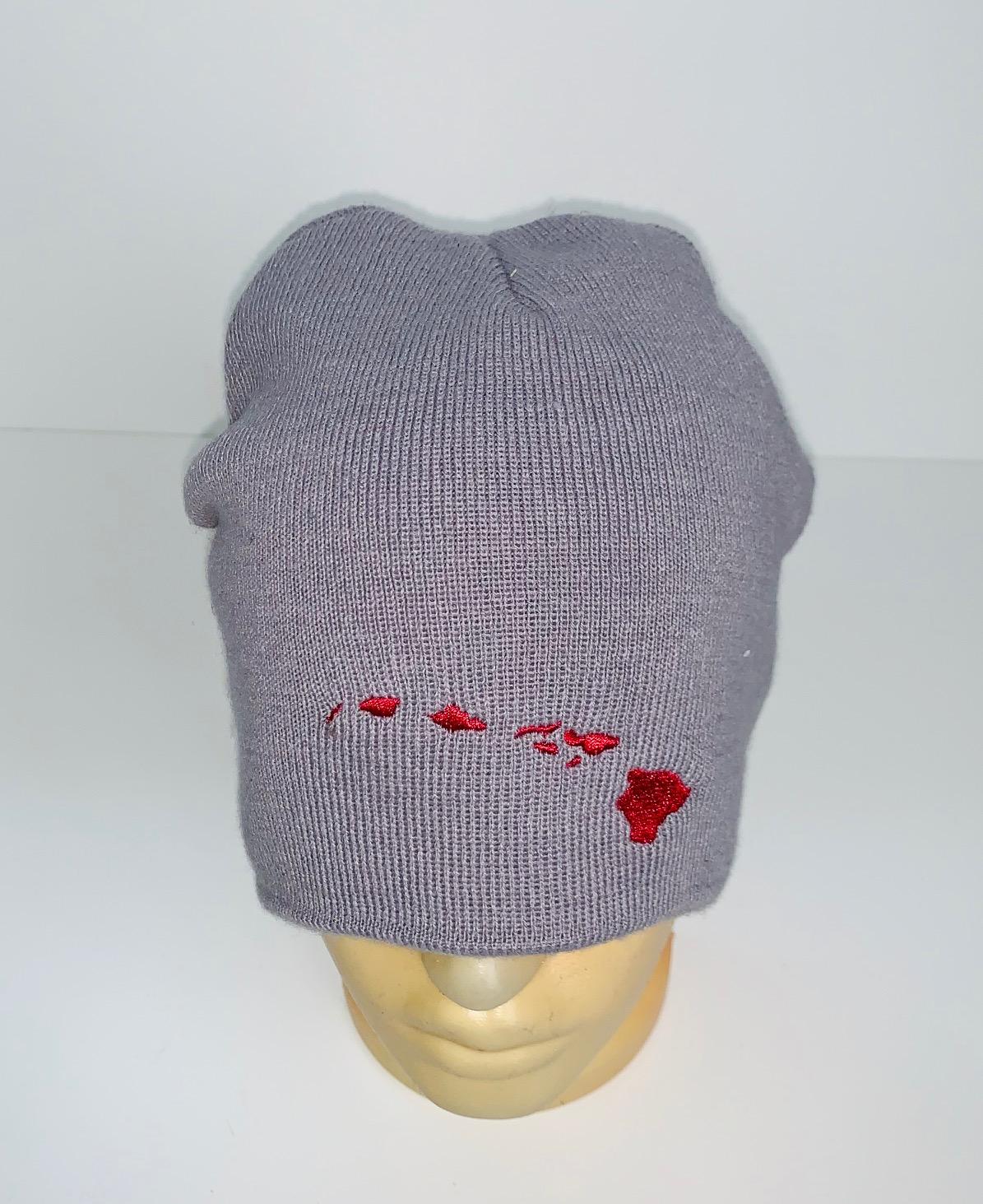Серая шапка с красной вышивкой