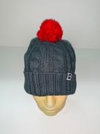 Серая шапка с красным помпоном