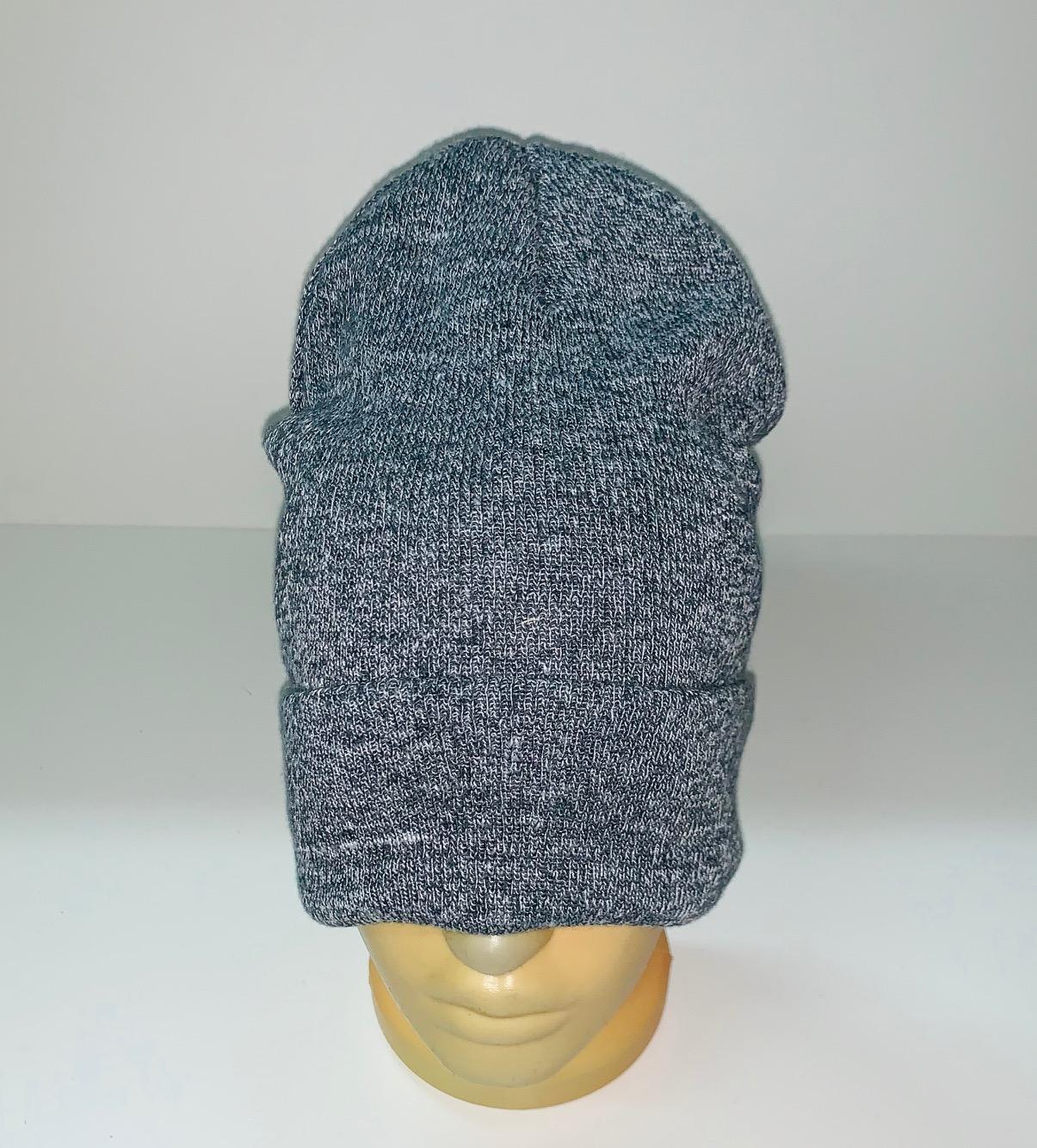 Серая шапка топового кроя