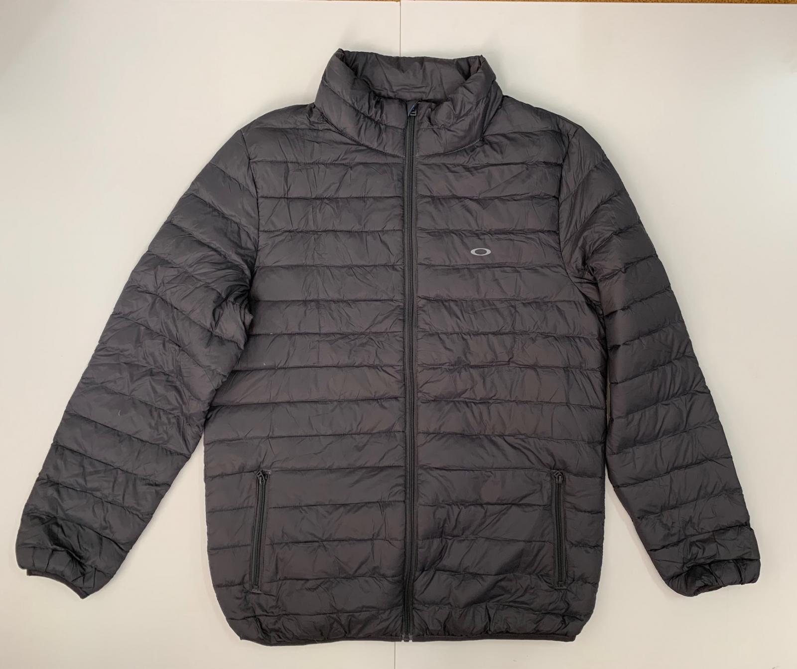 Серая женская куртка от OAKLEY