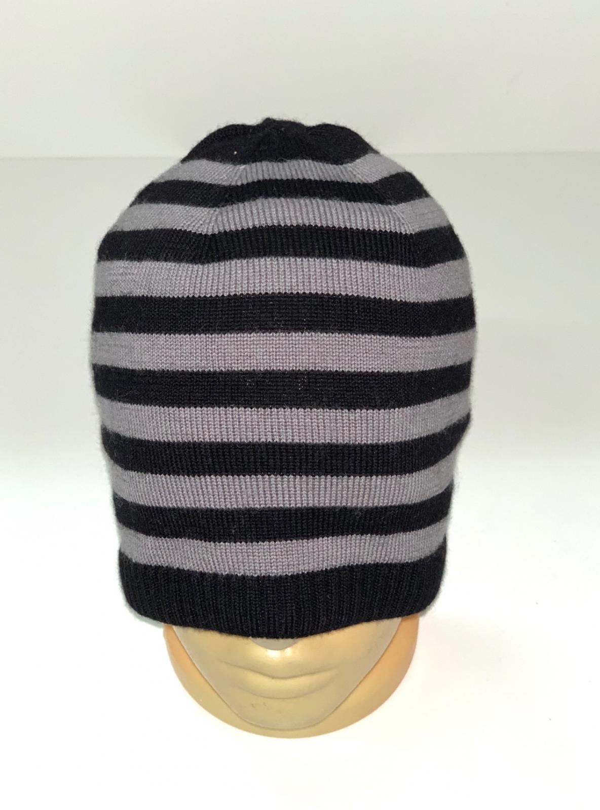 Серо-черная полосатая шапка