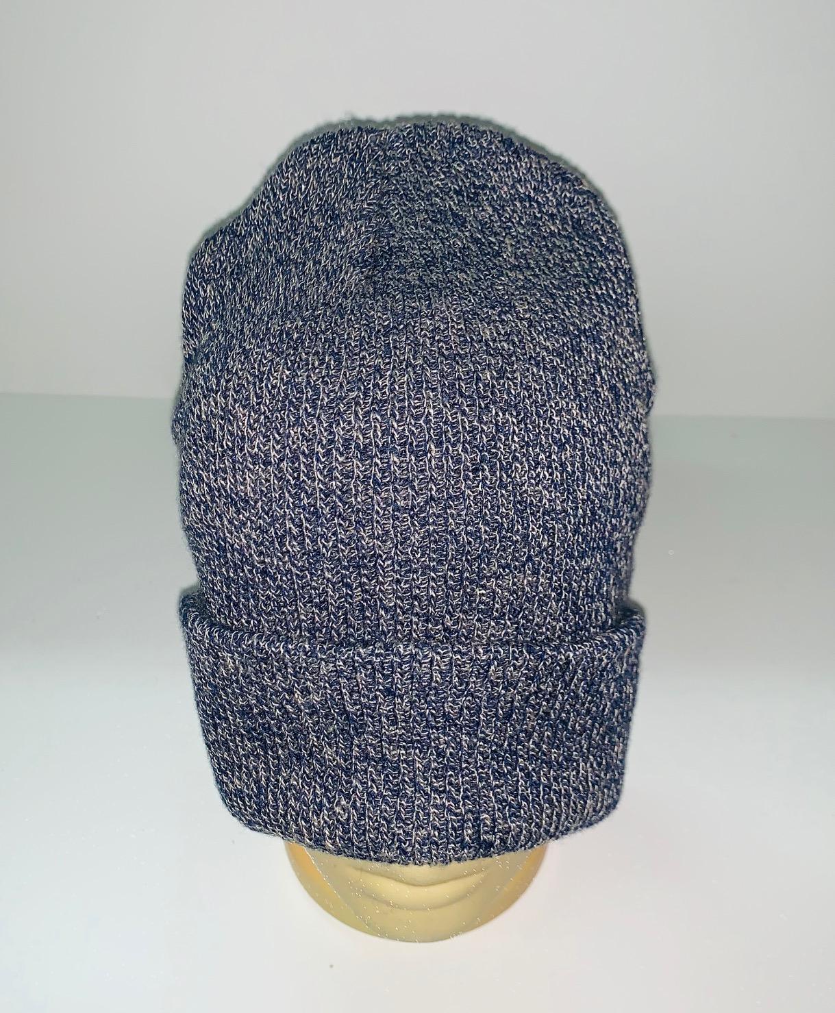 Серо-синяя модная шапка