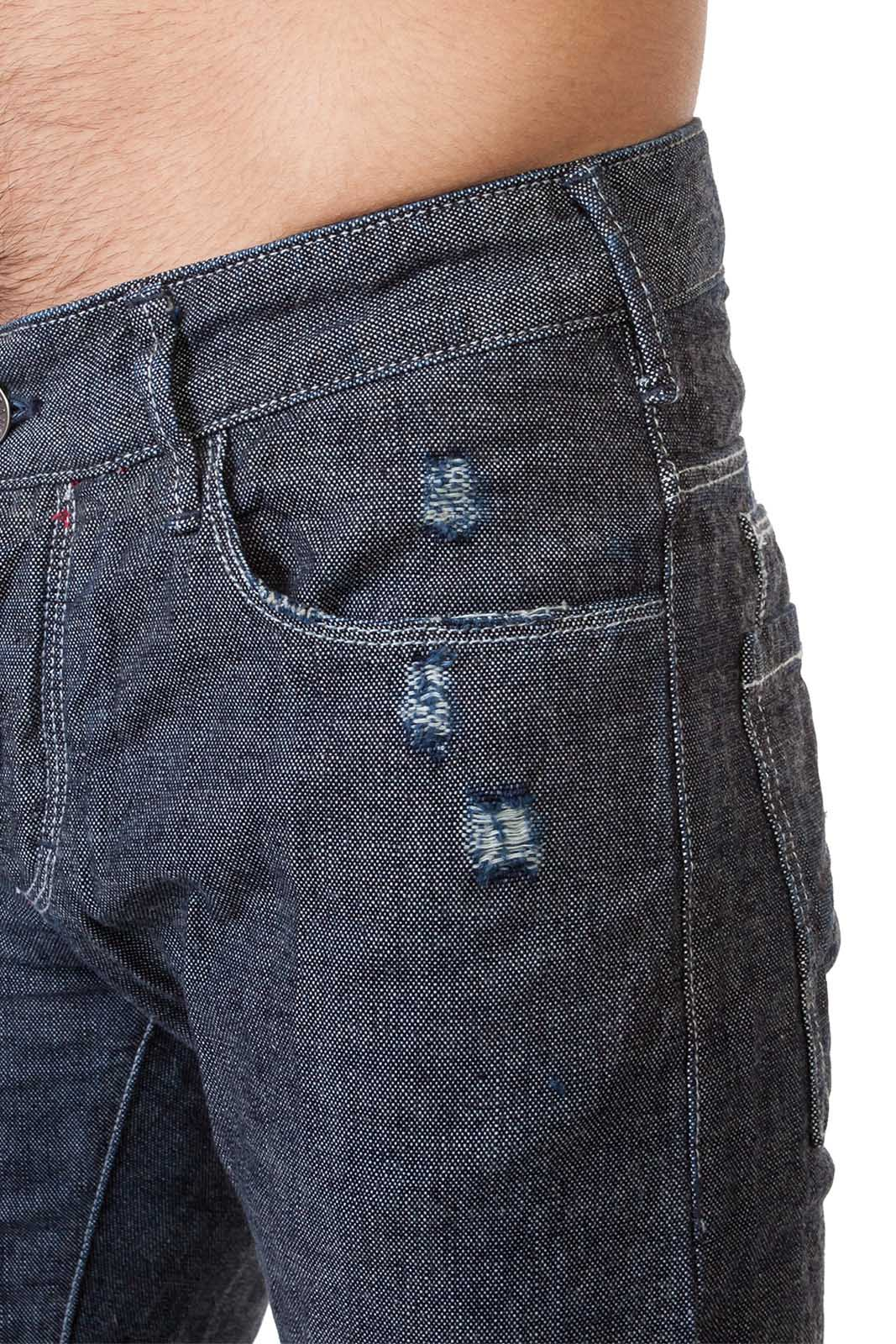 Серые мужские джинсы.