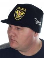 Вязаная мужская шапка Miller с авторской эмблемой «Охотничьи войска». Симметричный фасон (кепка с козырьком) подходит и для города, и для охоты. В магазине такую не купить!
