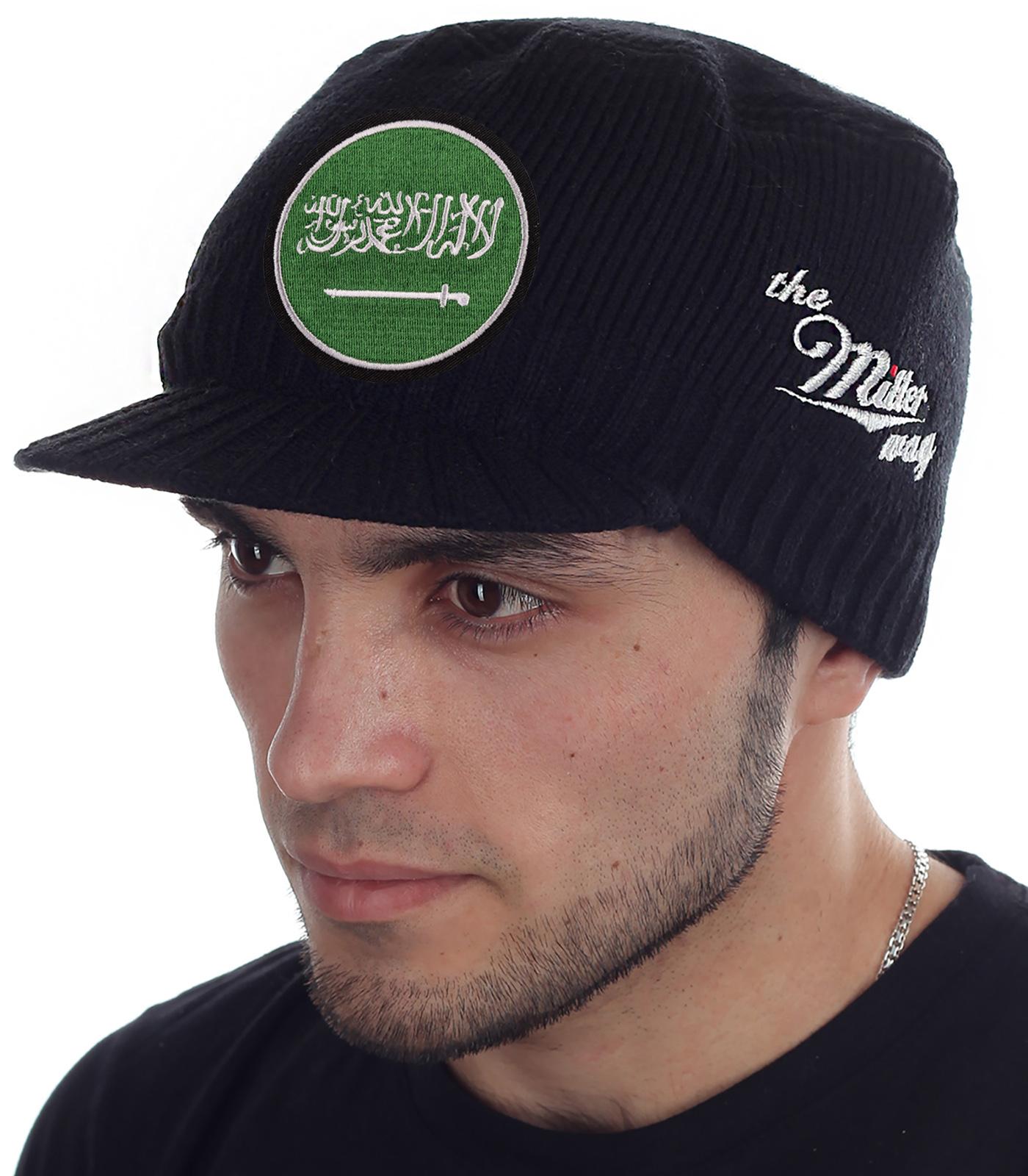 Мужская шапка Miller Way в виде кепки. Утеплённый головной убор с флагом Саудовской Аравии. Глубокая посадка, короткий козырек, приятная пряжа – выбор большинства мужчин и парней