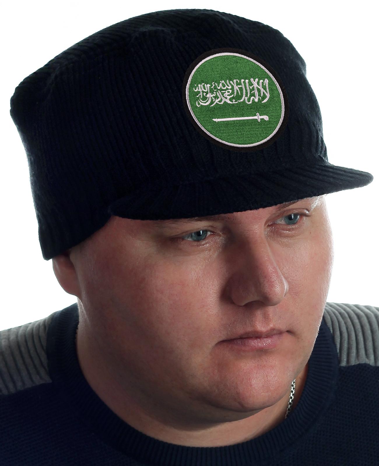 Купить мужскую зимнюю шапку с козырьком. Современный фасон и всегда модный черный цвет