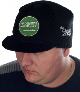 Брендовая мужская шапка-кепка Miller Way с нашивкой в виде флага Саудовской Аравии. Консервативный сдержанный фасон, который переходит из сезона в сезон. Удобно, стильно, тепло!