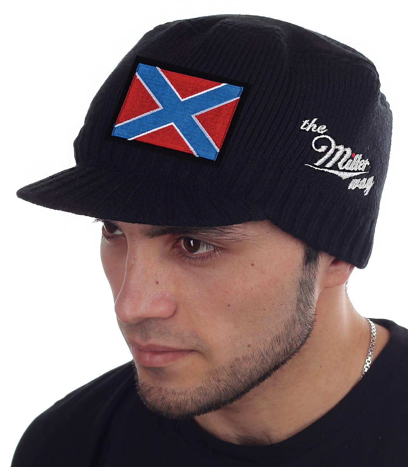 Мужская шапка Miller Way с козырьком и нашивкой в виде боевого знамя Новороссии. Фасон осень-зима плотно облегает голову, закрывает уши, защищает глаза от ветра и осадков