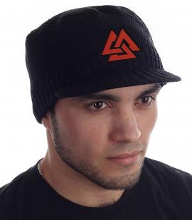 Заручись покровительством скандинавских богов! Мужская шапка Miller Way с нашивкой «Валькнут» – символом Бога Одина. Теплый, мягкий материал и такая же приятная цена