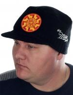 Мужская шапка Miller Way с нашивкой в виде мощного образного символа-оберега СВЕТОЧА. Брендовое качество – гарантия того, что ты будешь с удовольствием носить эту кепку НЕСКОЛЬКО СЕЗОНОВ