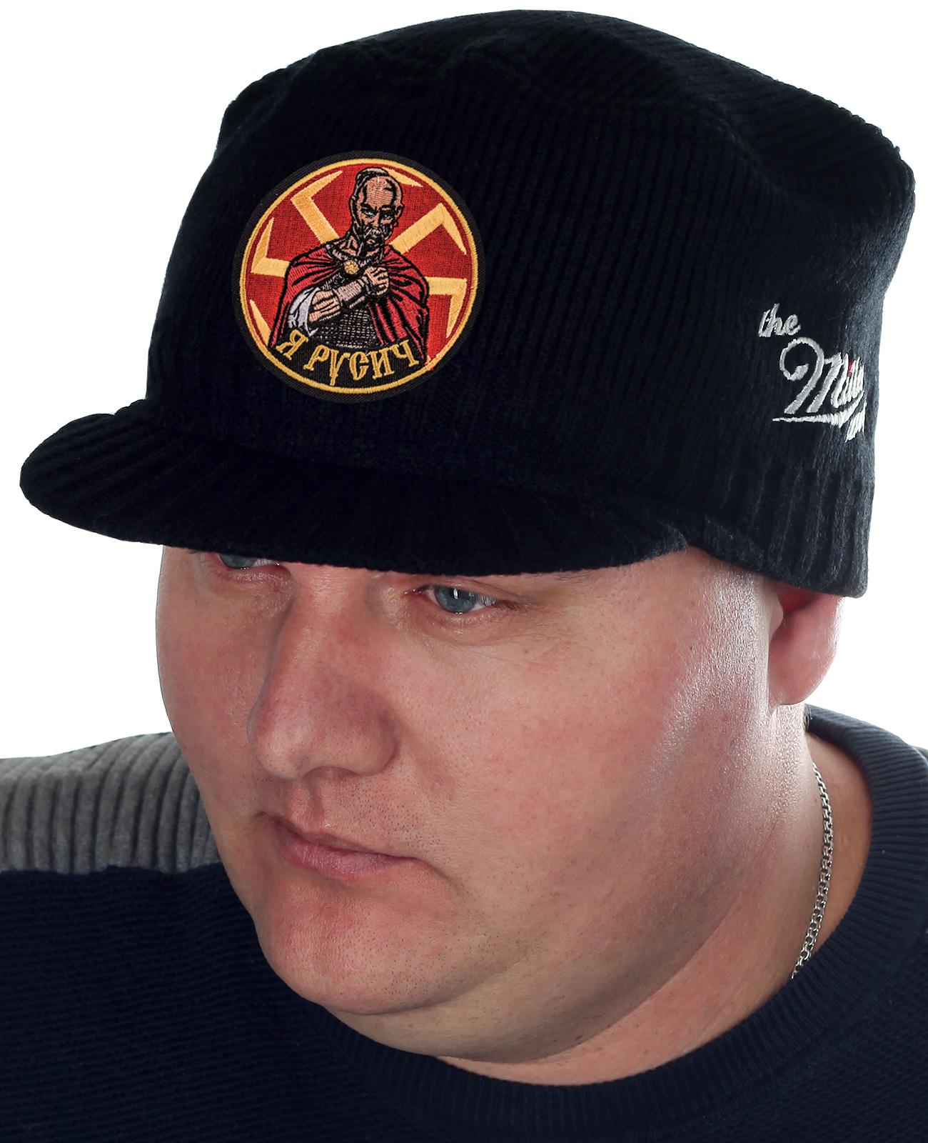 Модная шапка Miller Way с образом Князя Святослава и словами «Я – Русич». Классический фасон с козырьком подходит всем парням и мужчинам. Рекомендуем купить и для зимы, и для межсезонья
