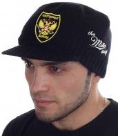 Вязаная мужская шапка-кепка с эмблемой охотничьих войск