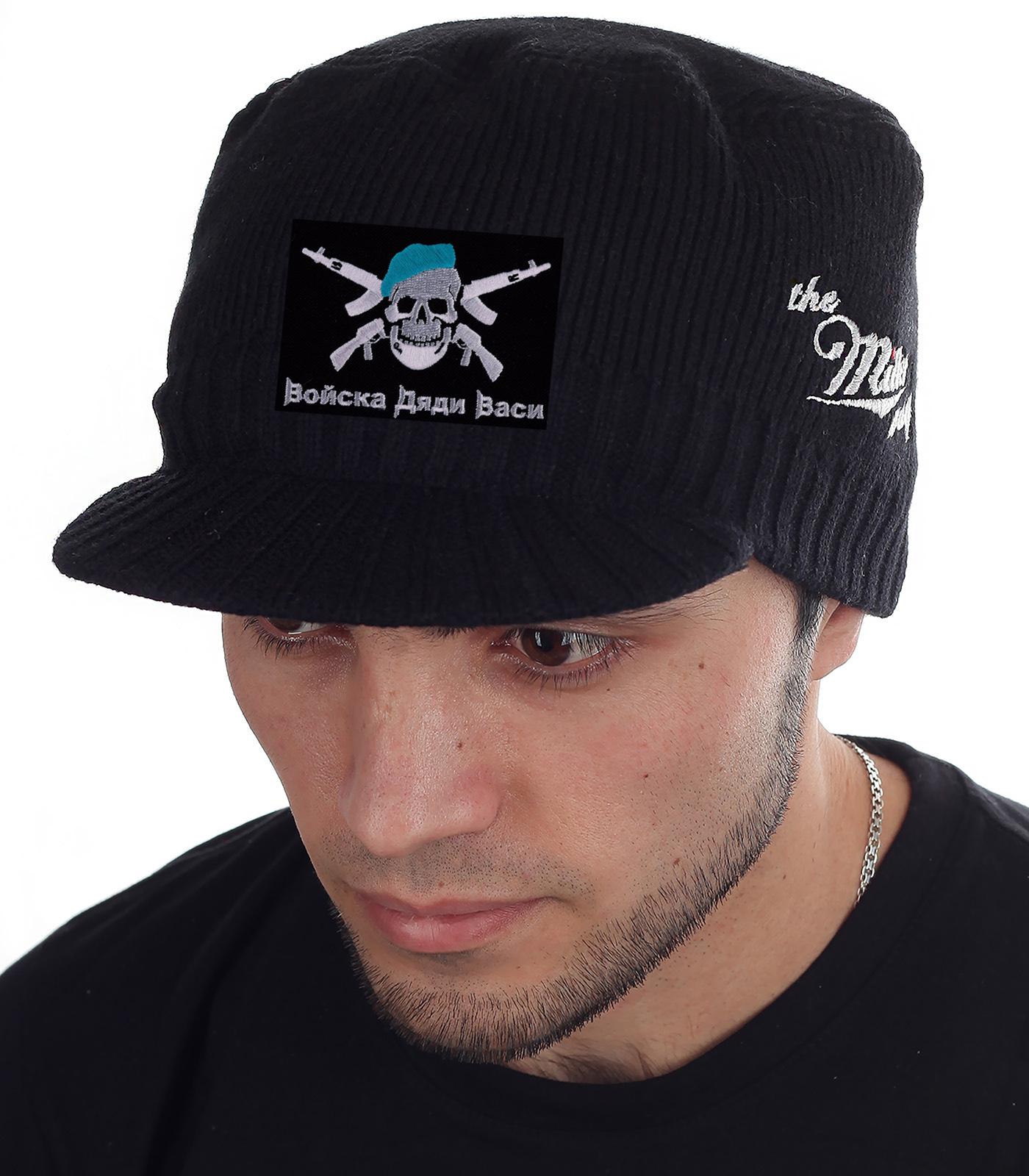 По-настоящему теплая и по-мужски стильная шапка с козырьком. Брендовое качество Miller Way, заметная нашивка «Войска Дяди Васи». Фасон милитари к лицу любому мужчине!