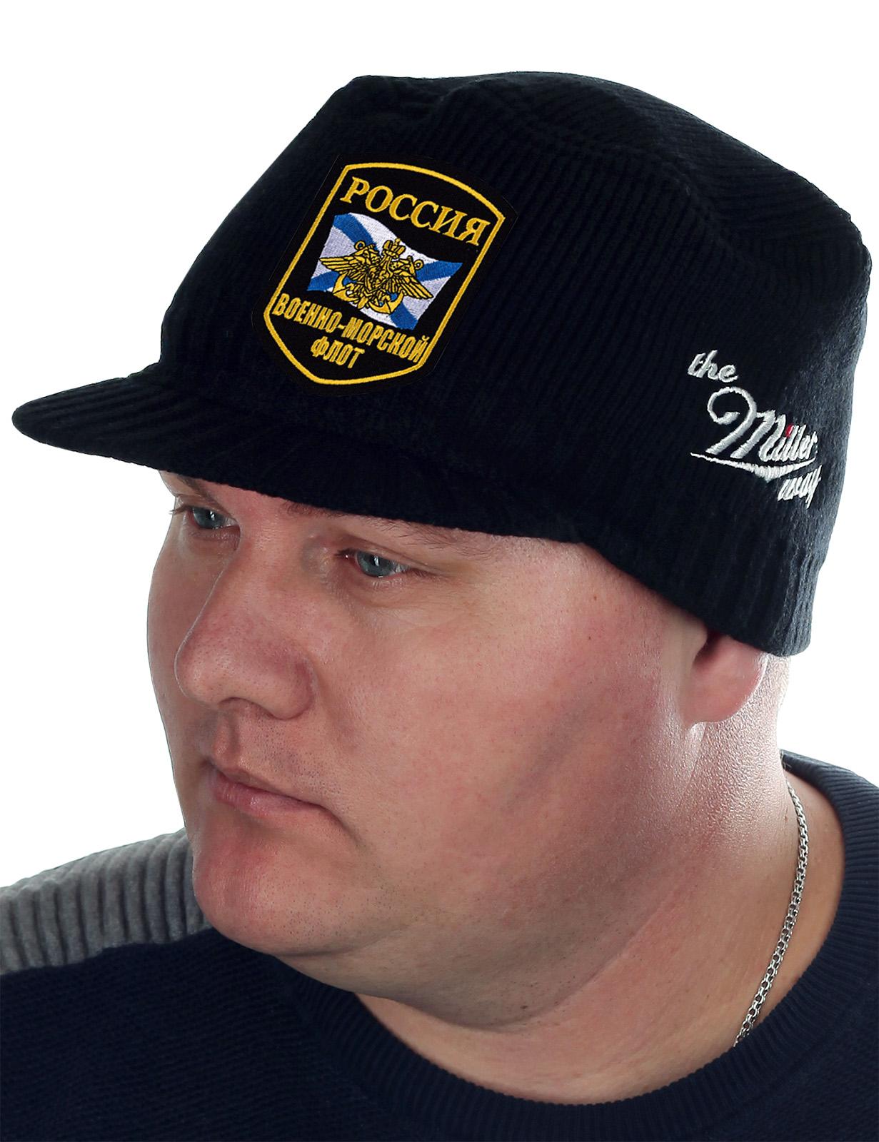 Мужская шапка Miller Way с нашивкой «ВМФ России». Удобно надевать и снимать. Хорошо держит форму, даже если хранить в рукаве куртки. Одевайся тепло и стильно