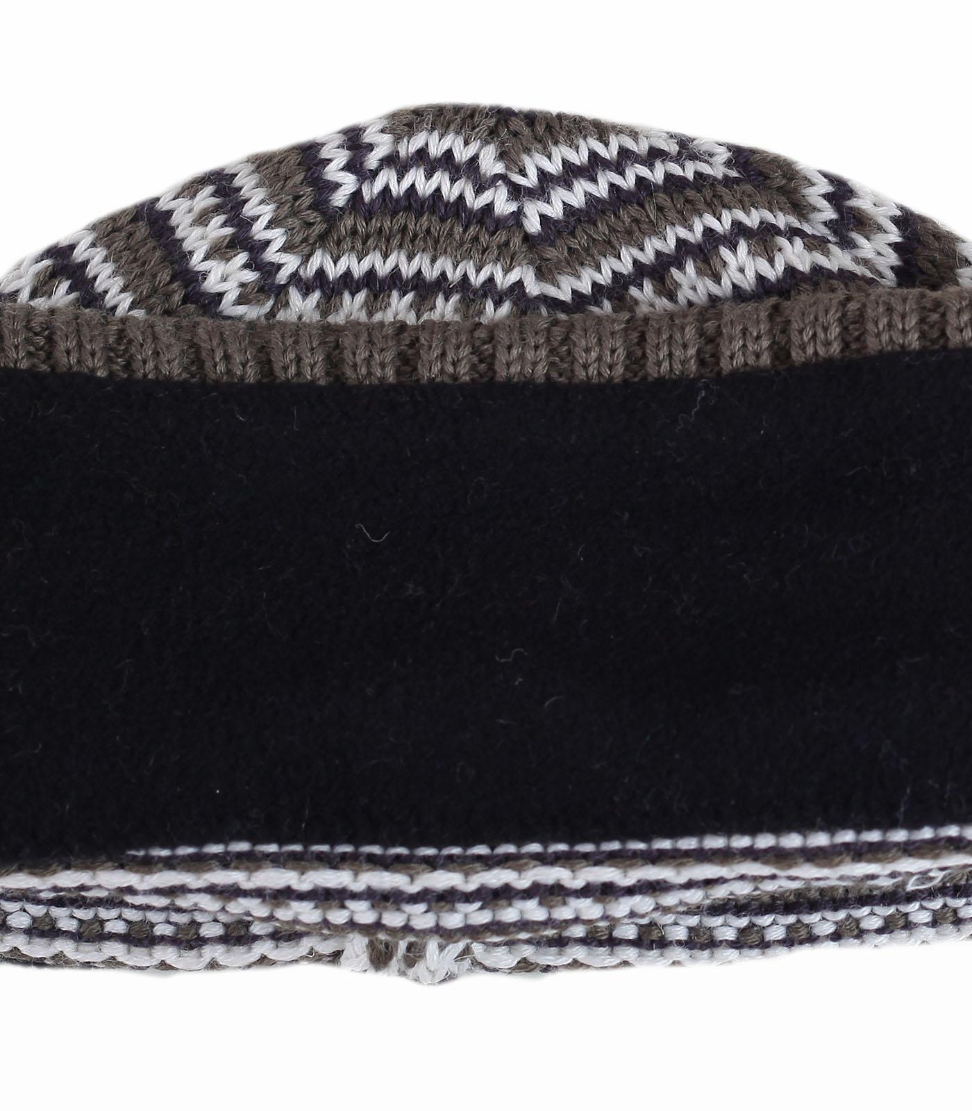 Шапка Woolrich на флисе в спортивном стиле. Очень теплая вязаная модель, которую по-достоинству оценят любители моды и комфорта