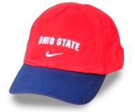 Лёгкая красно-синяя бейсболка – такое сочетание цветов фигурирует почти во всех модных коллекциях аксессуаров. Чтобы быть в тренде не нужно переплачивать!