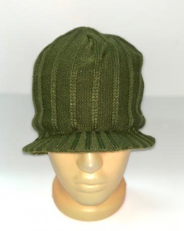 Шикарная оливковая шапка с козырьком