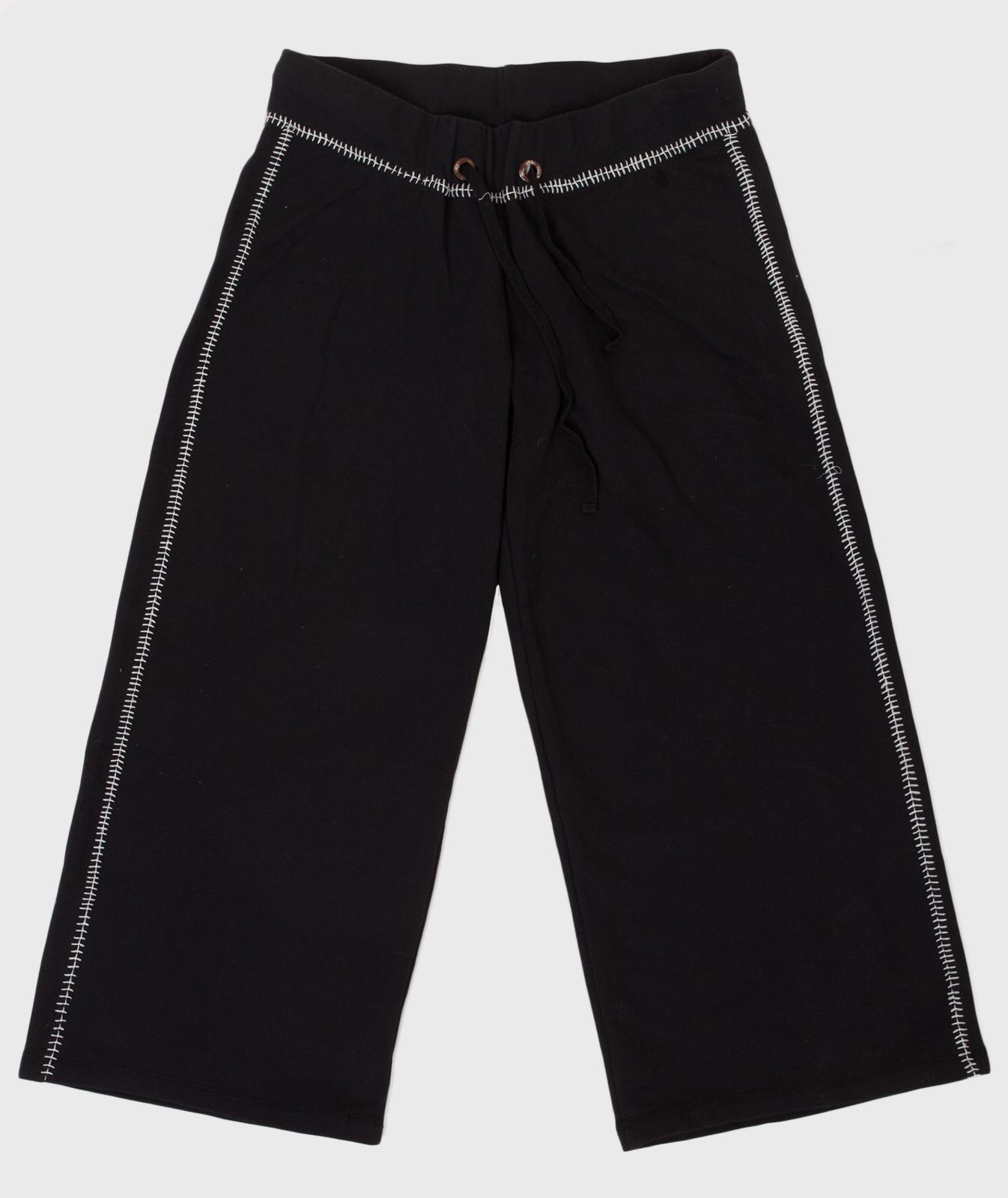 Широкие спортивные женские шорты.