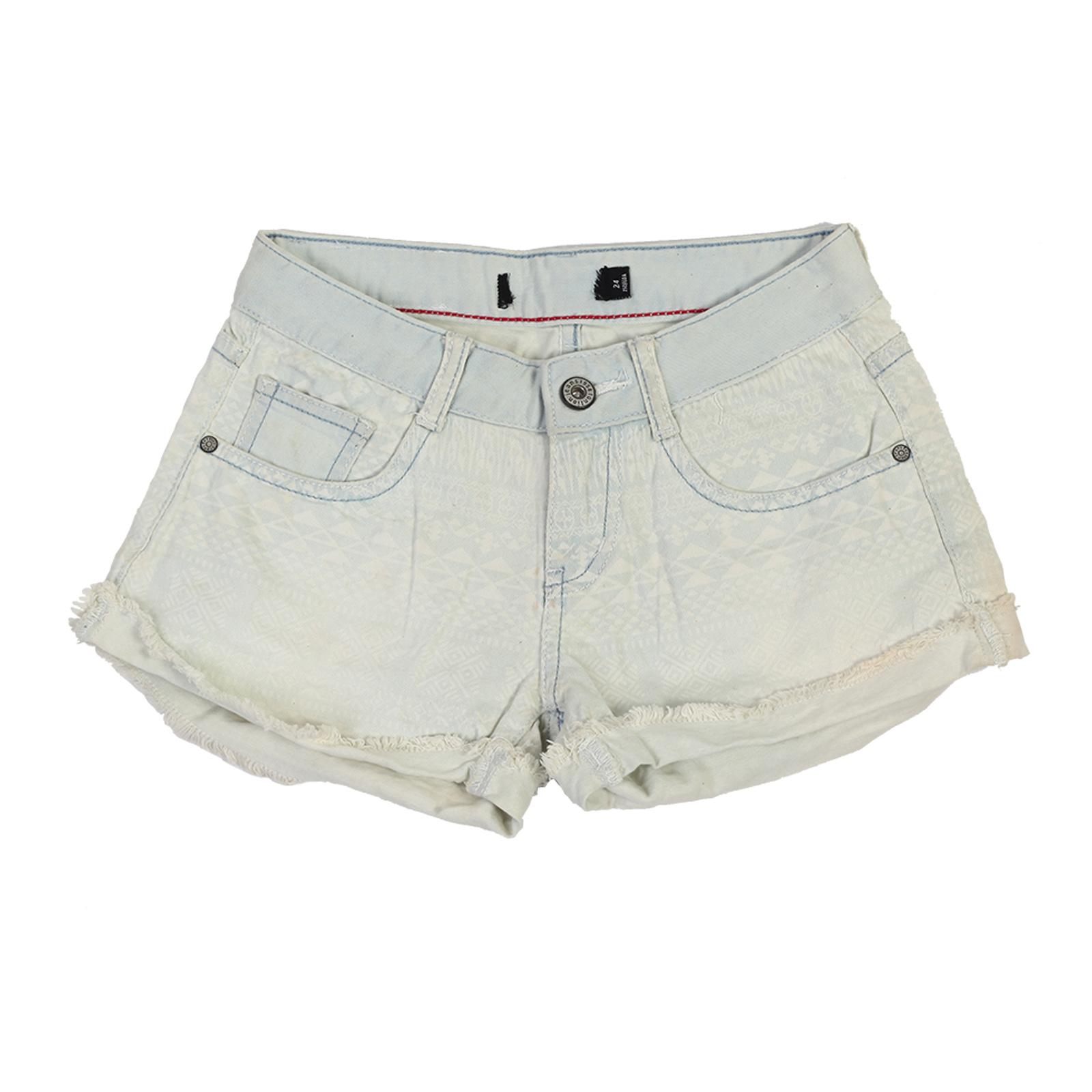 Женские джинсовые шорты с бохо-принтом.