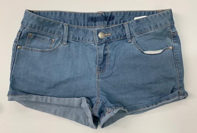 Шорты женские из светлой джинсовой ткани