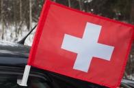 Швейцарский флаг на машину