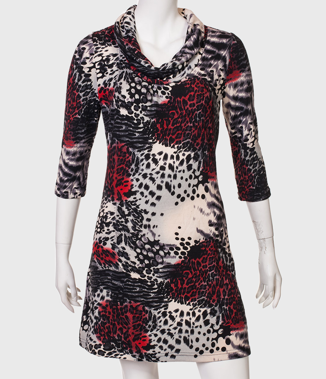 Силуэтное платье с хомутом.