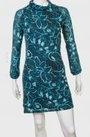 Силуэтное женственное платье.