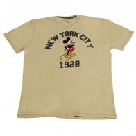 Симпатичная футболочка Disney Store. Детский бренд, известный каждому малышу. Заказывайте, ваш ребенок оценит!