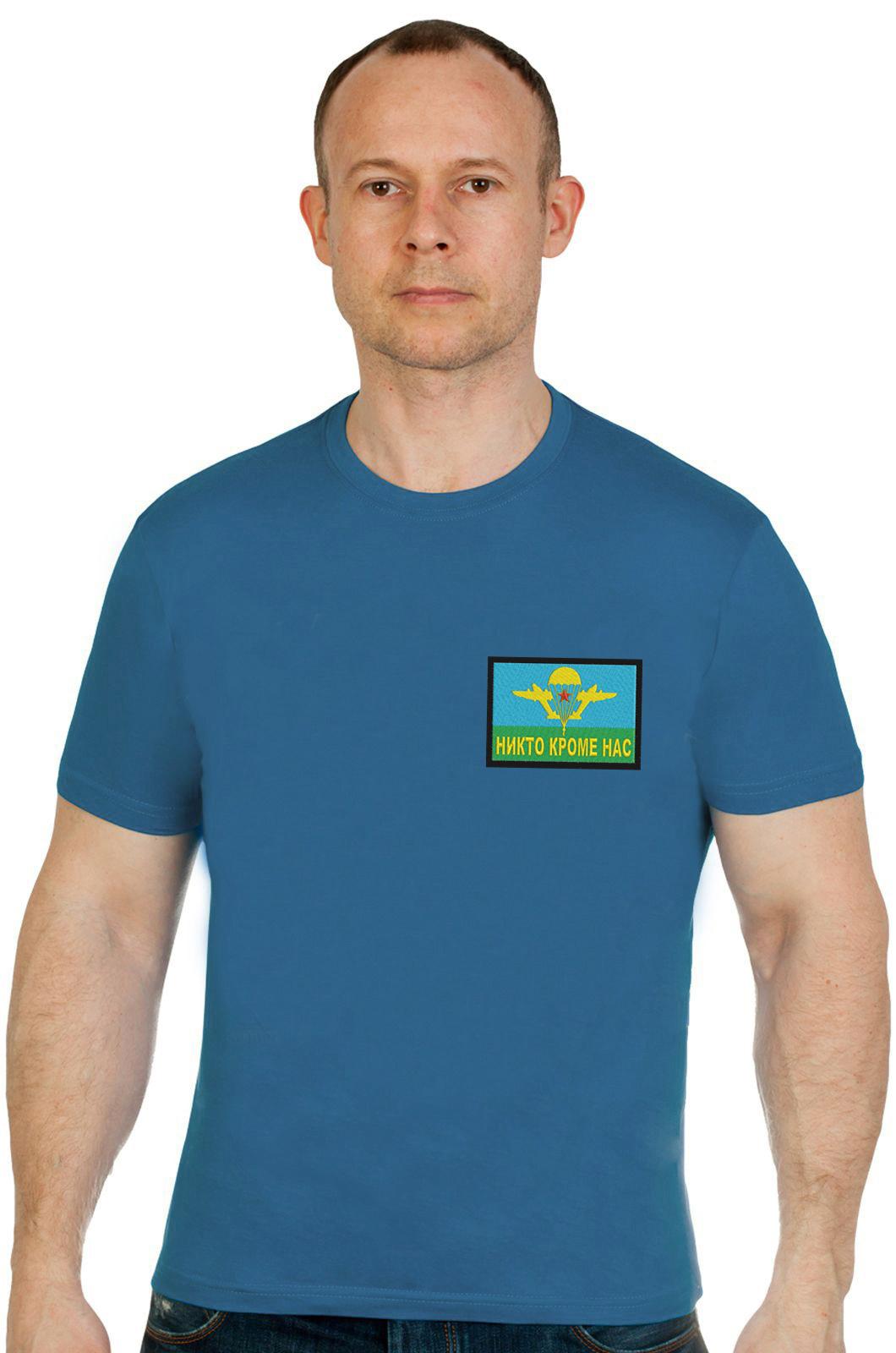 Купить сине-зеленую мужскую футболку с вышивкой Никто Кроме Нас в подарок мужчине