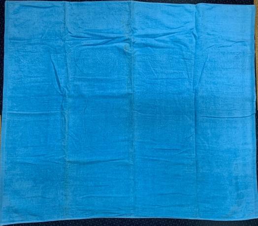 Синее квадратное полотенце