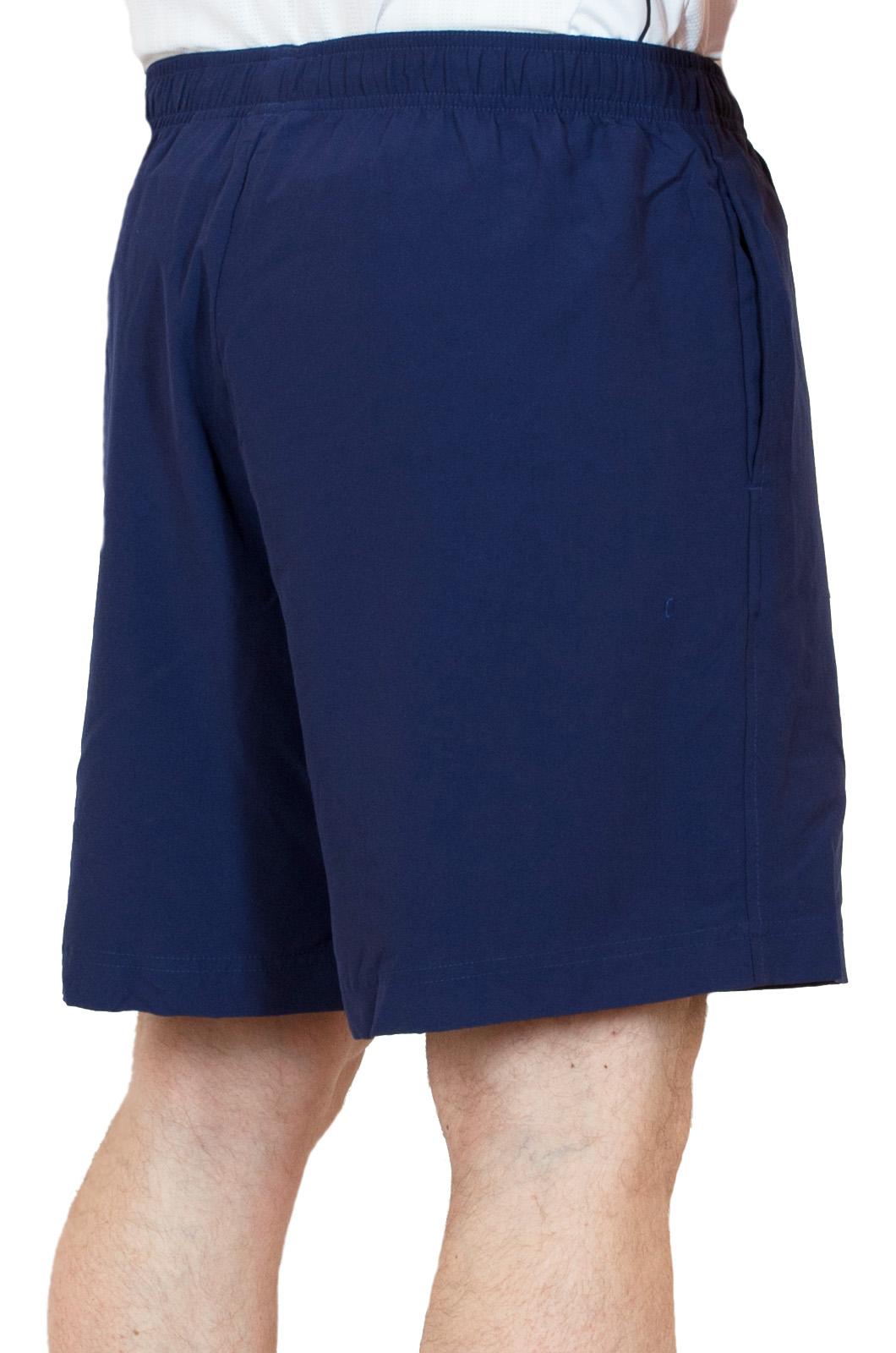 Синие спортивные мужские шорты - вид сзади