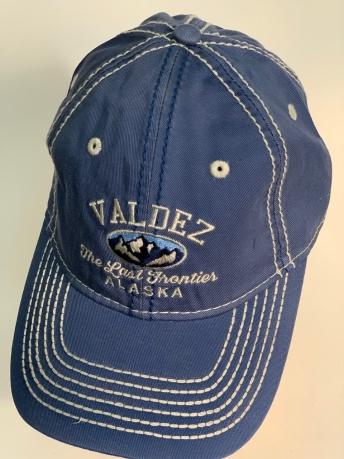 Синяя бейсболка Alaska с вышитой надписью на тулье