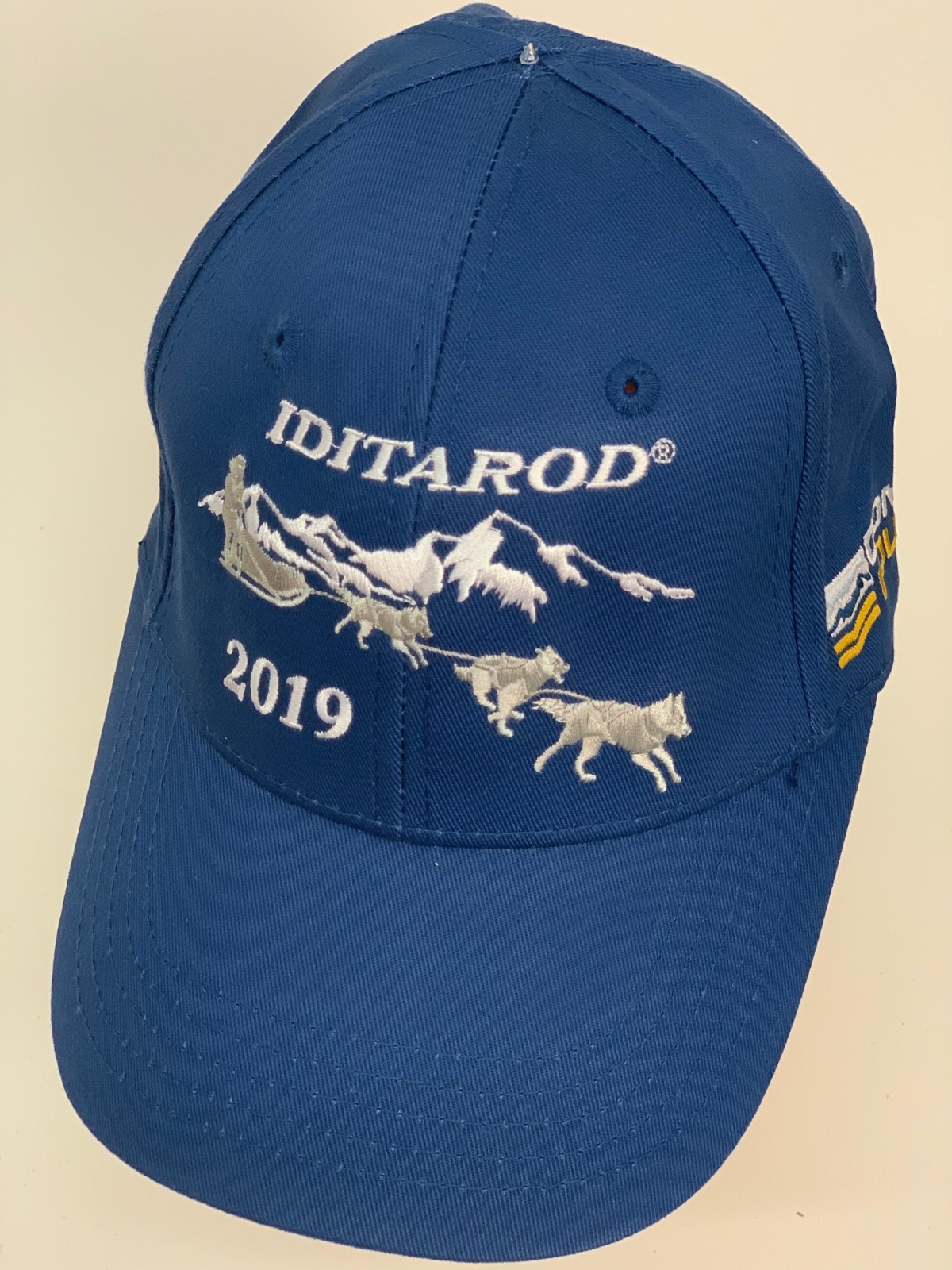 Синяя бейсболка Iditarod с классной вышивкой