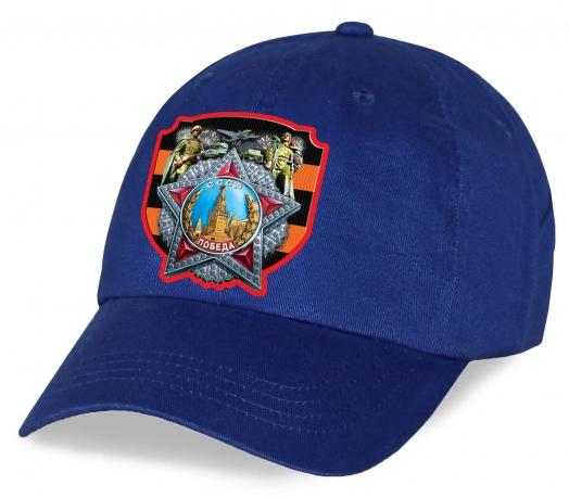 Синяя бейсболка с Орденом Победы на фоне Георгиевской ленты.