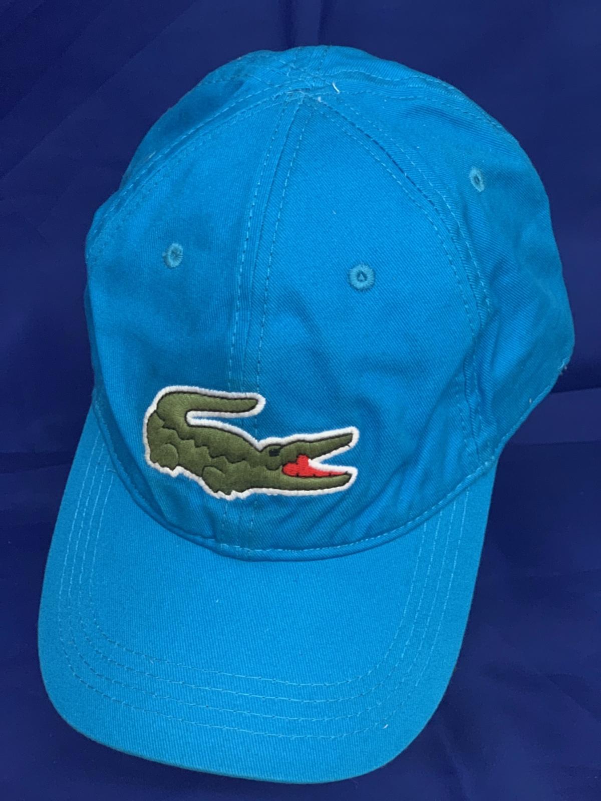 Синяя бейсболка с вышитым крокодилом