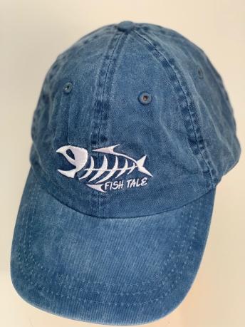 Синяя бейсболка с вышитым рыбным скелетом
