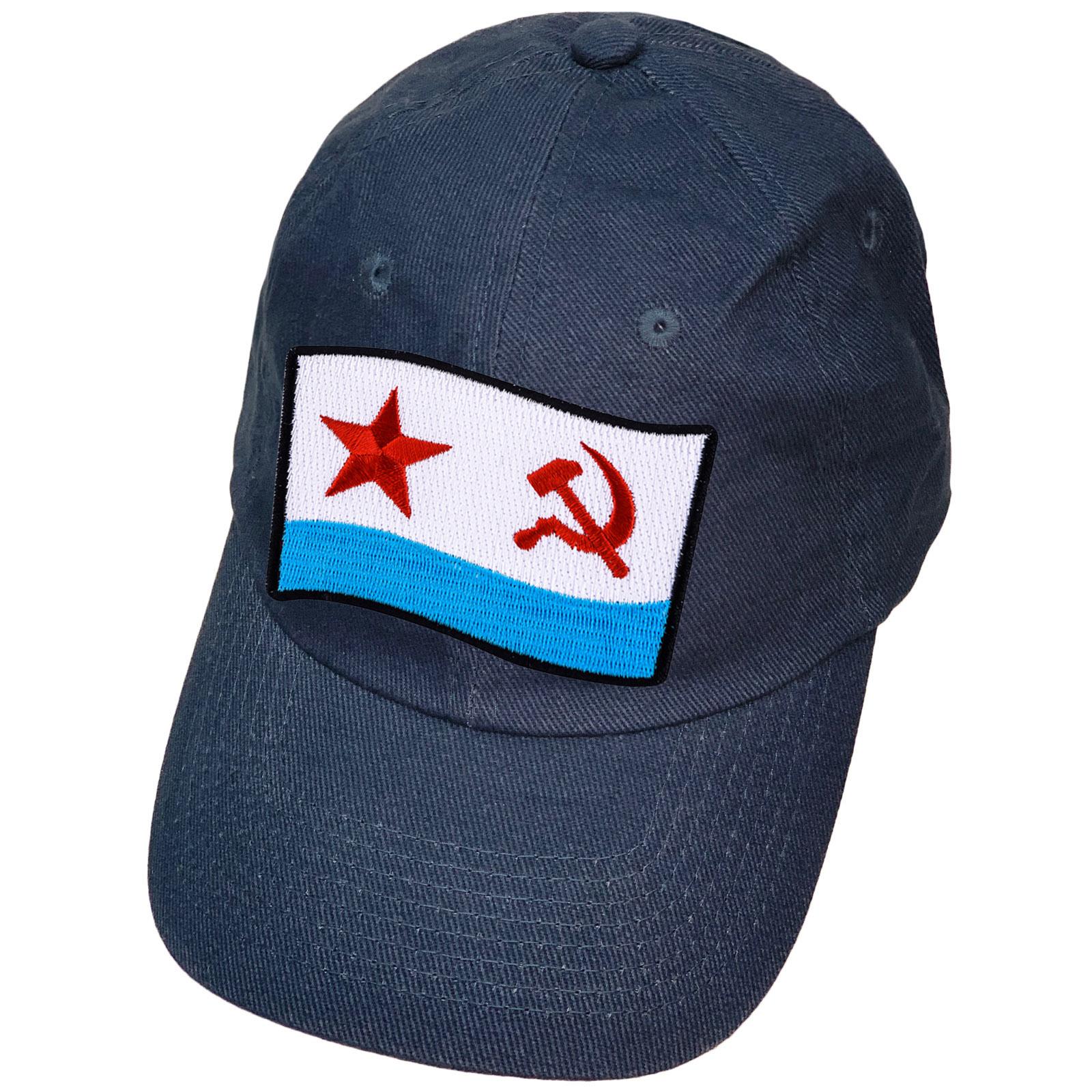 Синяя кепка с нашивкой флагом ВМФ СССР