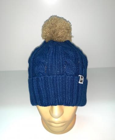 Синяя модная шапка