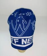 Синяя шапка с белым узором