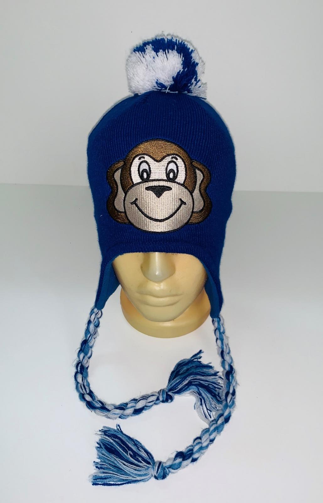 Синяя шапка с милой вышивкой и помпоном