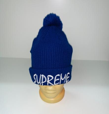 Синяя шапка с надписью и помпоном