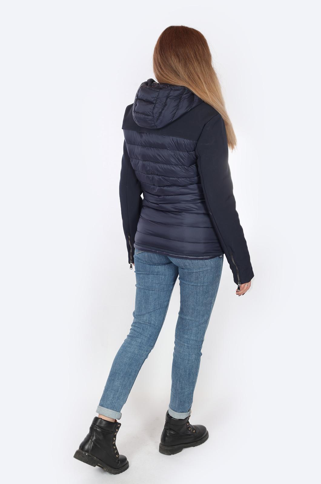 Легкая, но теплая куртка на осень-зиму