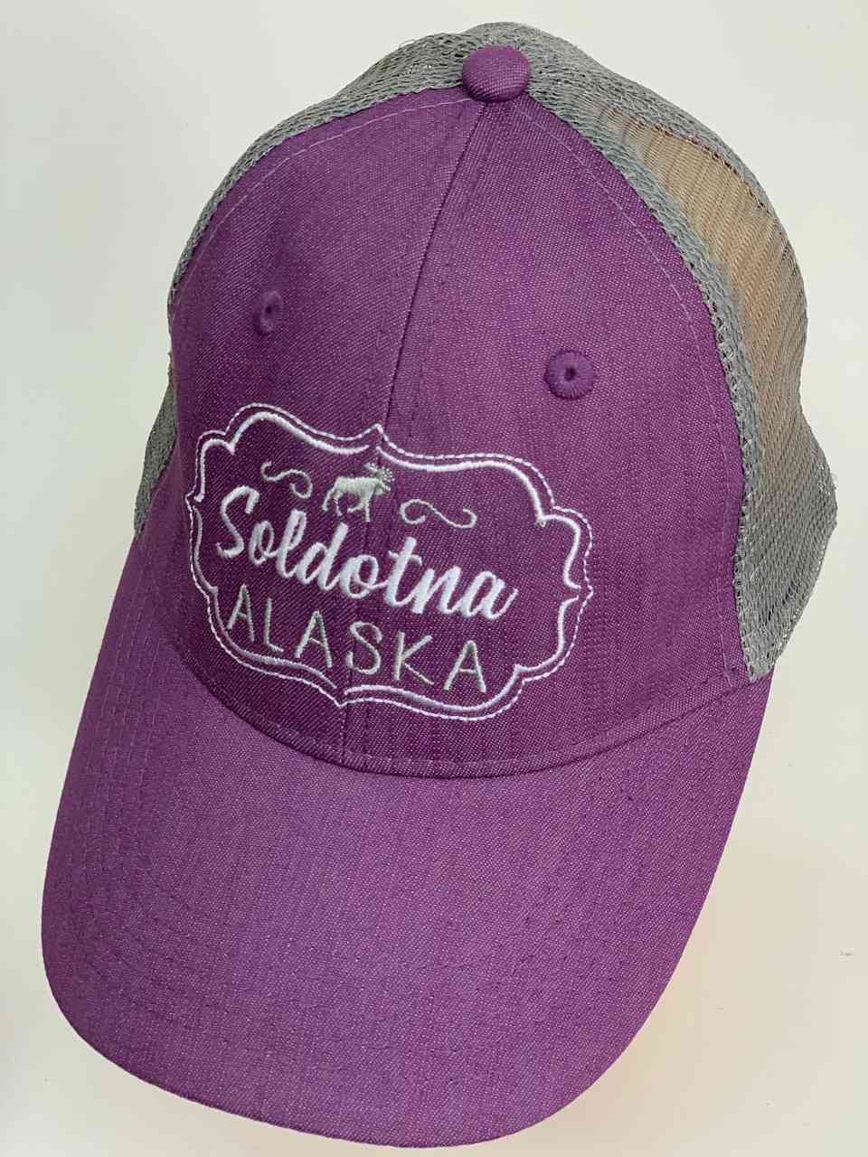 Сиреневая бейсболка с сеткой Soldotna Alaska