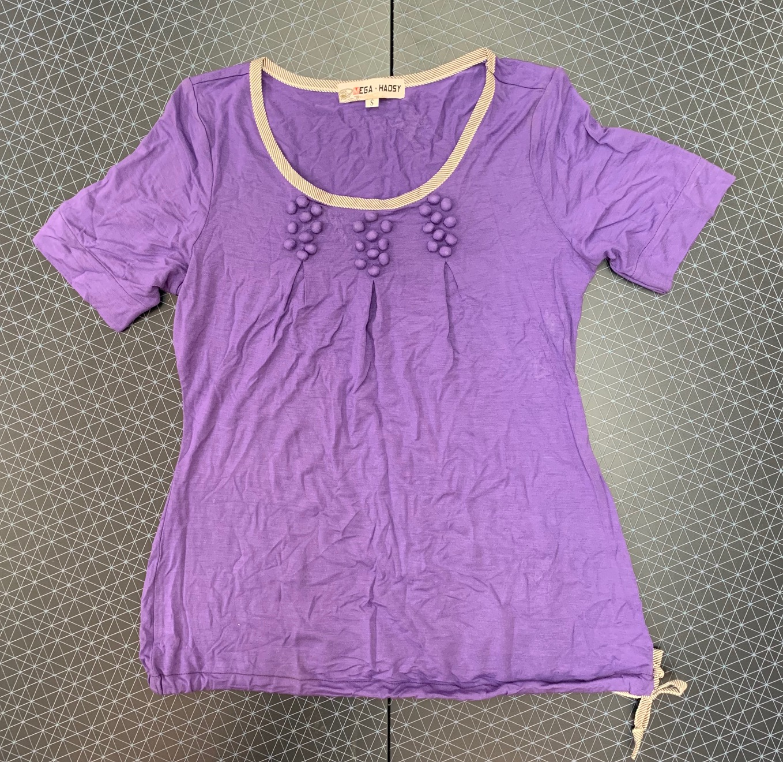 Сиреневая женская футболка