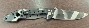Складной камуфлированный нож с перфорированной рукоятью