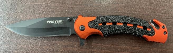 Складной нож Cold Steel с черно-оранжевой рукояткой