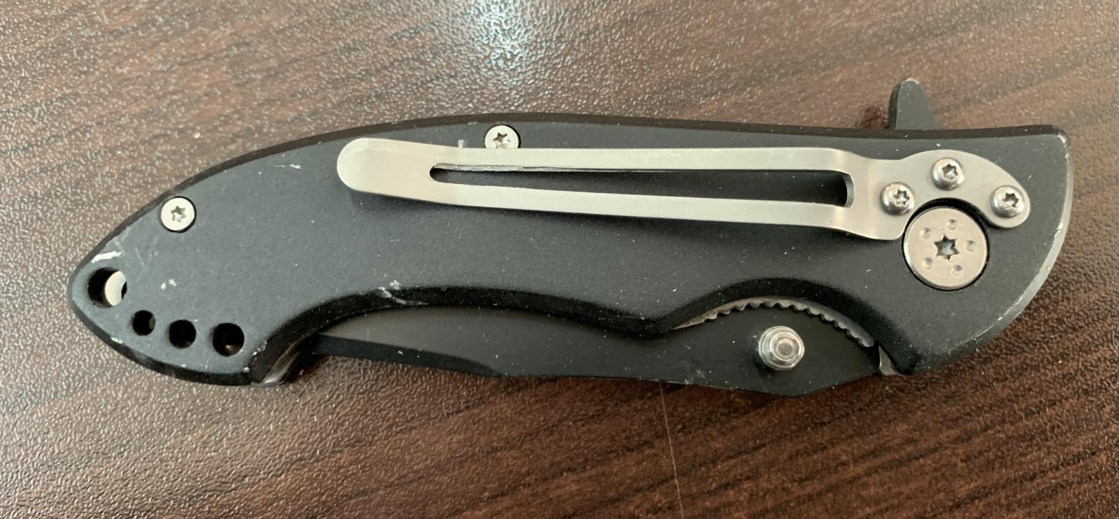 Складной нож с огненным рисунком на лезвии