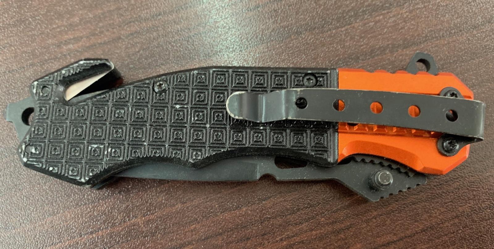 Складной нож с оранжево-черной рукоятью и стеклобоем