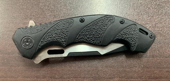 Складной нож с рифленой рукоятью